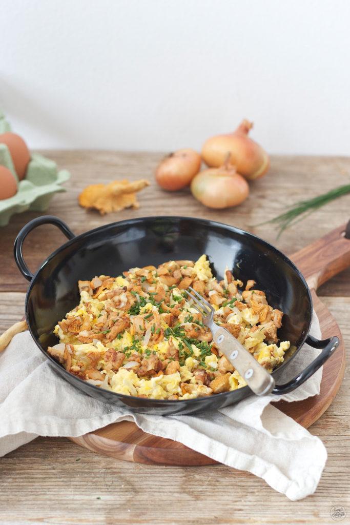 Koestliche Eierschwammerl-Eierspeise zum Fruehstueck von Sweets and Lifestyle