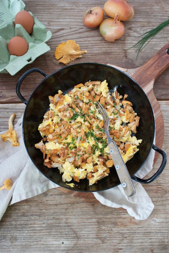 Wuerzige Eierschwammerl-Eierspeise zum Fruehstueck von Sweets and Lifestyle