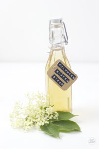 Leckeres Holunderbluetensirup (Hollersirup) Rezept von Sweets and Lifestyle
