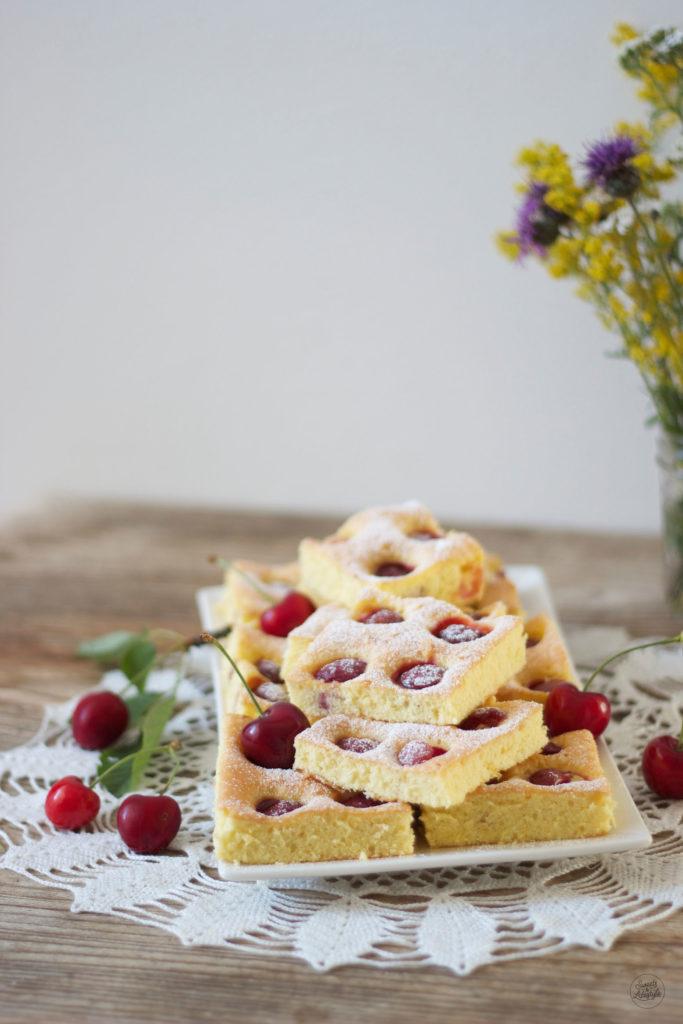 Leckeres Kirschkuchen vom Blech Rezept von Sweets and Lifestyle