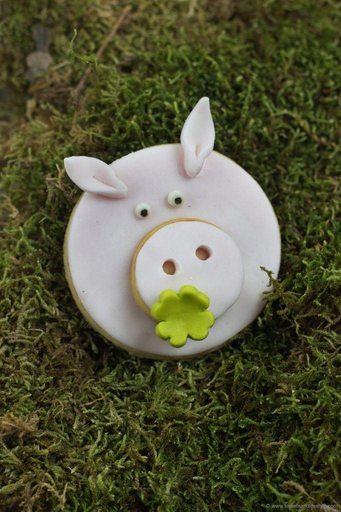 Herzige selbst gemachte Silvester Gluecksschweinchen nach einem Rezept von Sweets and Lifestyle