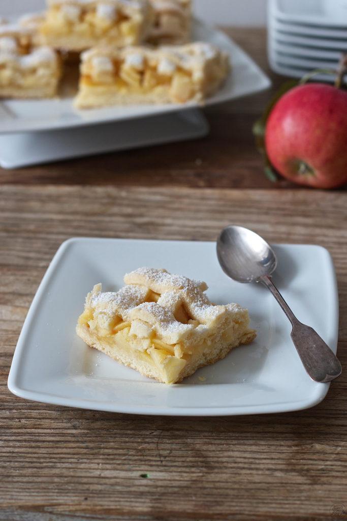 Ein Stueck gedeckter Apfelkuchen von Sweets & Lifestyle