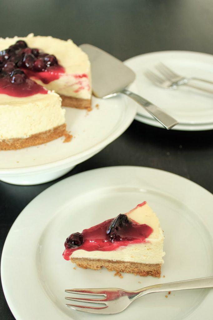 Cheesecake mit weißer Schoko und Heiderbeerkompott von SweetsandLifestyle
