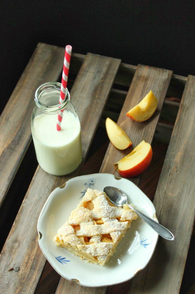 Gedeckter Apfelkuchen vom Blech mit Gitter nach einem Rezept von Sweets and Lifestyle