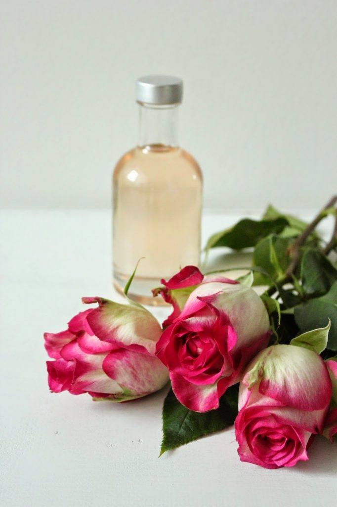 Rosenblütensirup selbst gemacht von Sweets and Lifestyle