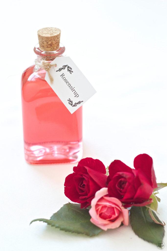 Selbst gemachter Rosensirup nach dem Rezept von Sweets and Lifestyle