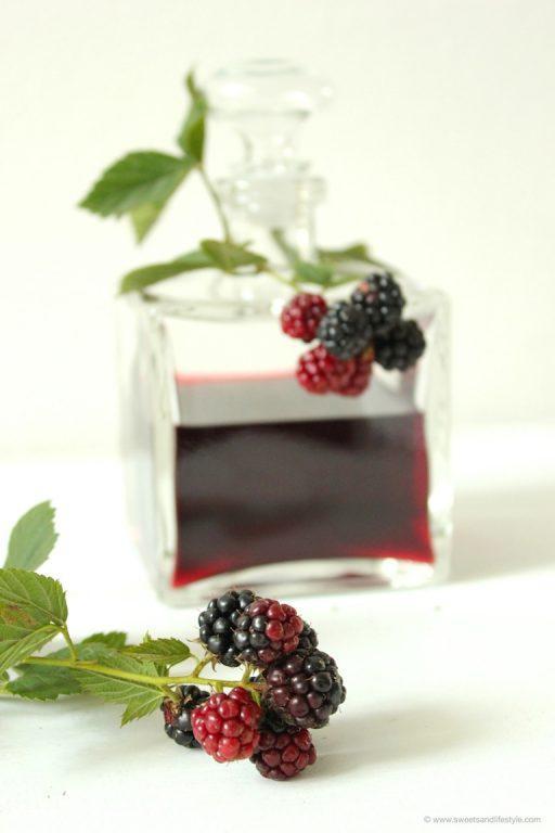 Selbst gemachter Brombeerlikoer nach einem Rezept von Sweets and Lifestyle