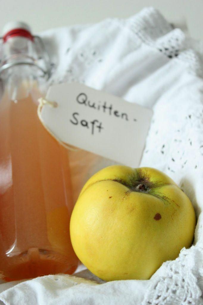 Selbst gemachter Sirup aus Quitten, der frisch und fruchtig schmeckt bei Sweets and Lifestyle