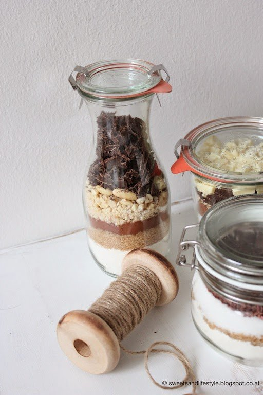 Last Minute Weihnachtsgeschenk: Backmischung im Glas für Schokoladen Cookies mit Mandeln von Sweets and Lifestyle