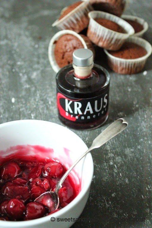Schwarzwälder Kirsch Cupcakes mit Weichseln und Likör bei Sweets and Lifestyle