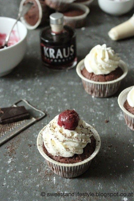 Schwarzwälder-Kirsch-Cupcakes mit Hochprozentigem zum Geburtstag bei Sweets and Lifestyle