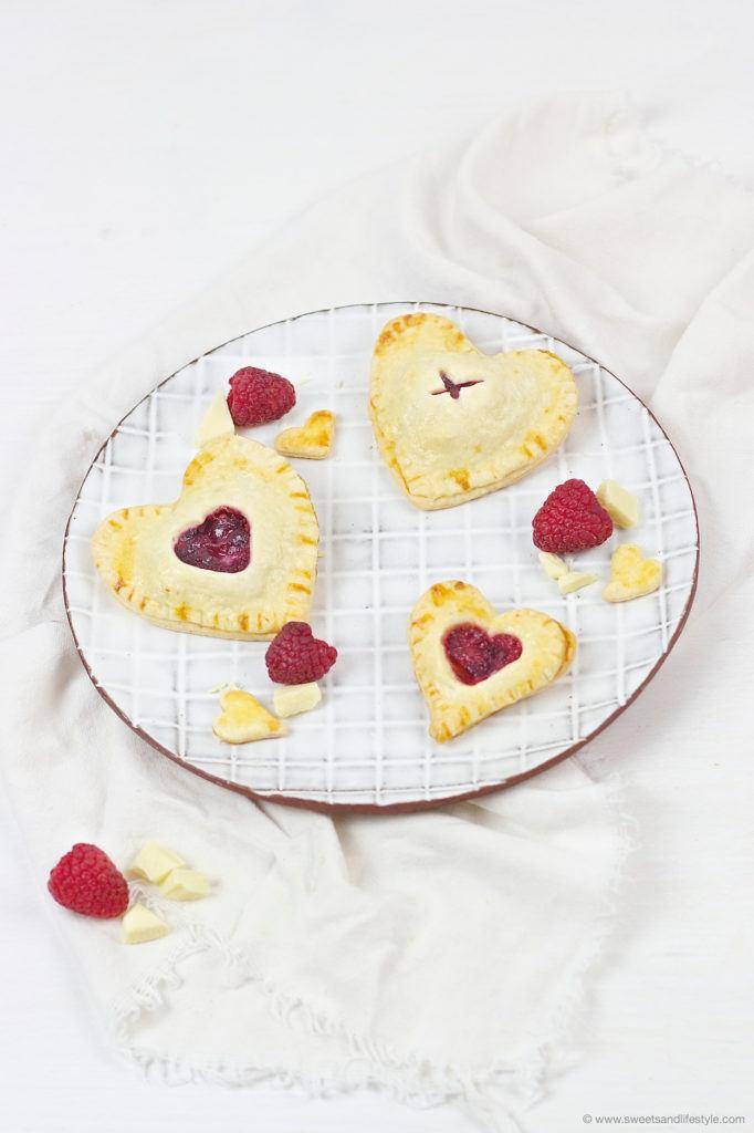 Leckere Herz Hand Pies zum Valentinstag von Sweets and Lifestyle