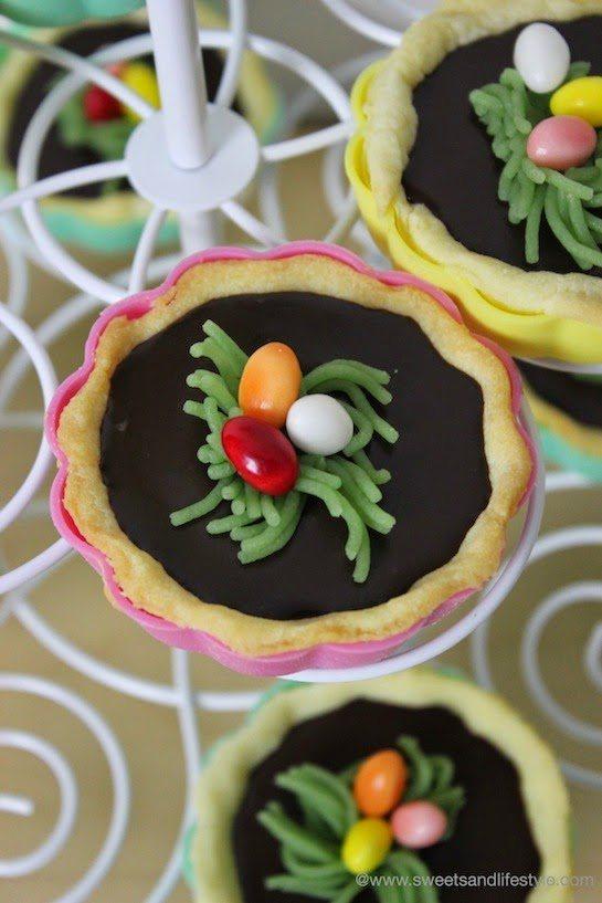 Schokoladen Tartelettes mit Osternest und Ostereiern beim Osterfrühstück bei Sweets and Lifestyle