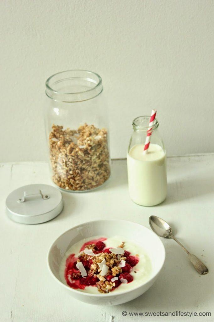 Selbst gemachtes Granola oder einfacher gesagt Knuspermüsli zum Frühstück bei Sweets and Lifestyle