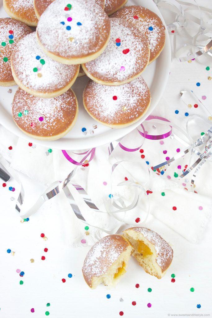 Selbst gemachte Faschingskrapfen nach einem Familienrezept gefuellt mit Marillenmarmelade von Sweets and Lifestyle