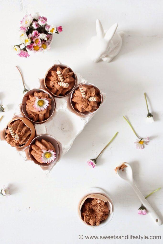 Mousse au Chocolat mit einem Schluck Baileys in Eierschalen von Sweets and Lifestyle