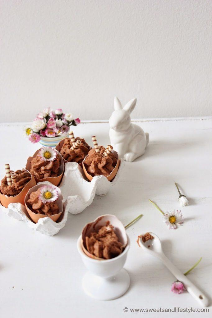 Mousse au Chocolat mit Baileys zu Ostern in Eierschalen serviert von Sweets and Lifestyle