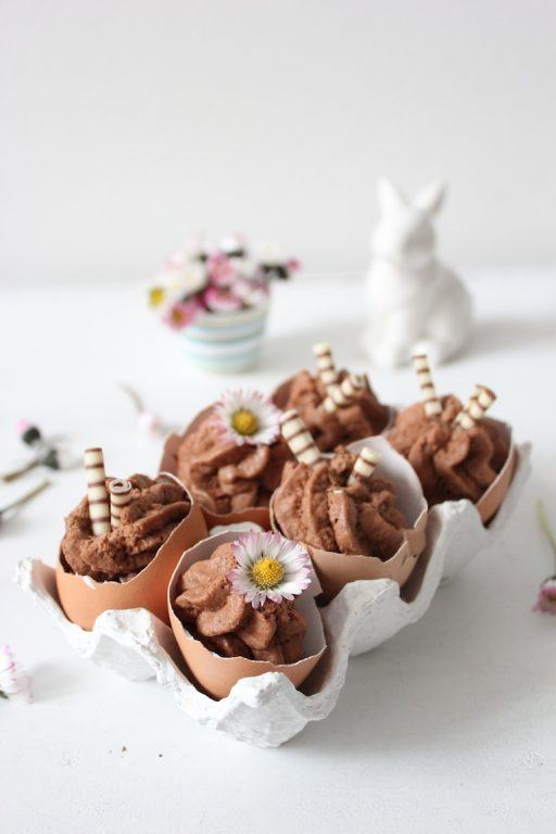 Mousse au Chocolat zu Ostern in Eierschalen serviert von Sweets and Lifestyle