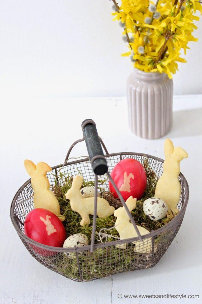 Gefärbte Ostereier mit Osterhasen Motiv von Sweets and Lifestyle
