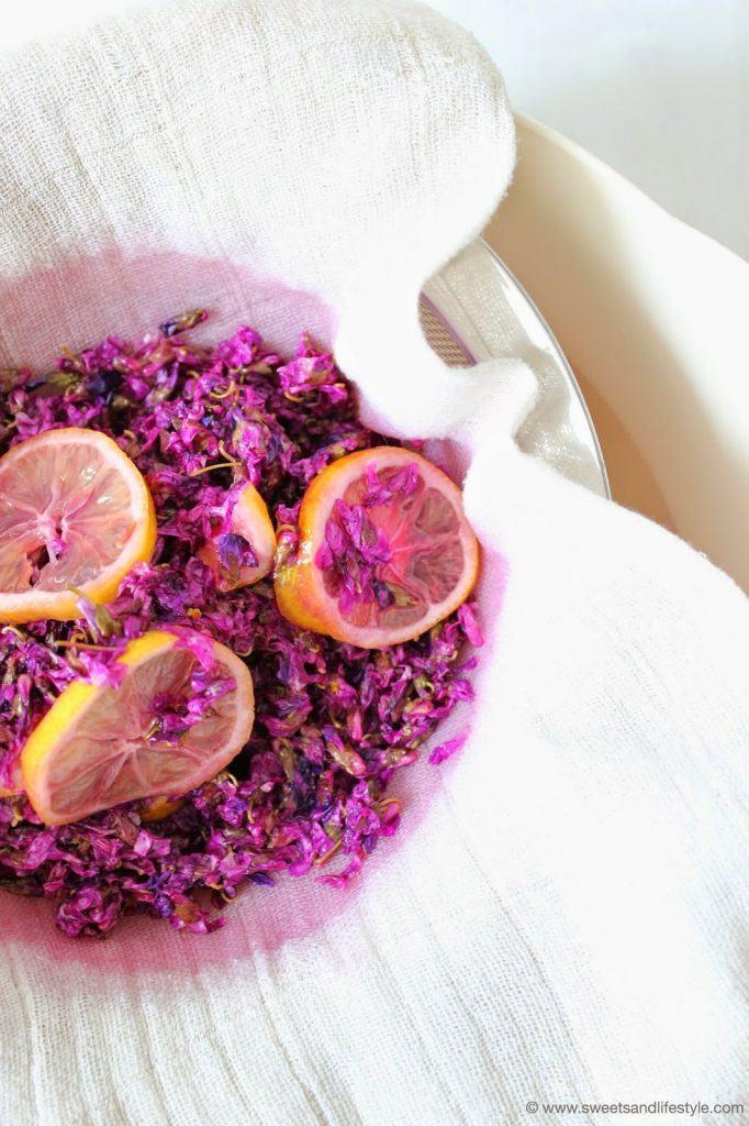 Selbst gemachter Sirup aus Veilchen als Erfrischungsgetränk von Sweets and Lifestyle