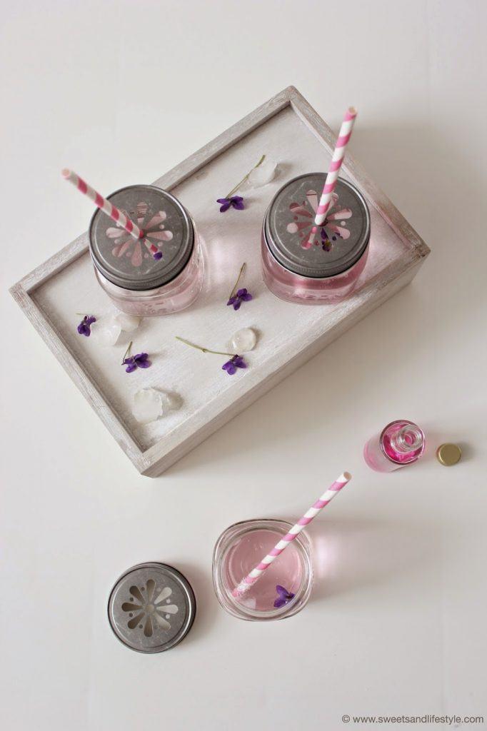 Selbst gemachter Veilchensirup, die perfekte Erfrischung im Frühling und bei Sommerpartys von Sweets and Lifestyle