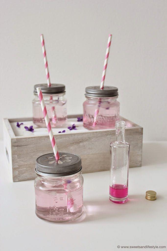 Selbst gemachter Veilchensirup als Frühlingsdrink von Sweets and Lifestyle