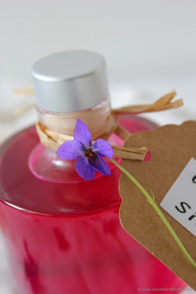 Veilchensirup als Mitbringsel zur Grillparty von Sweets and Lifestyle