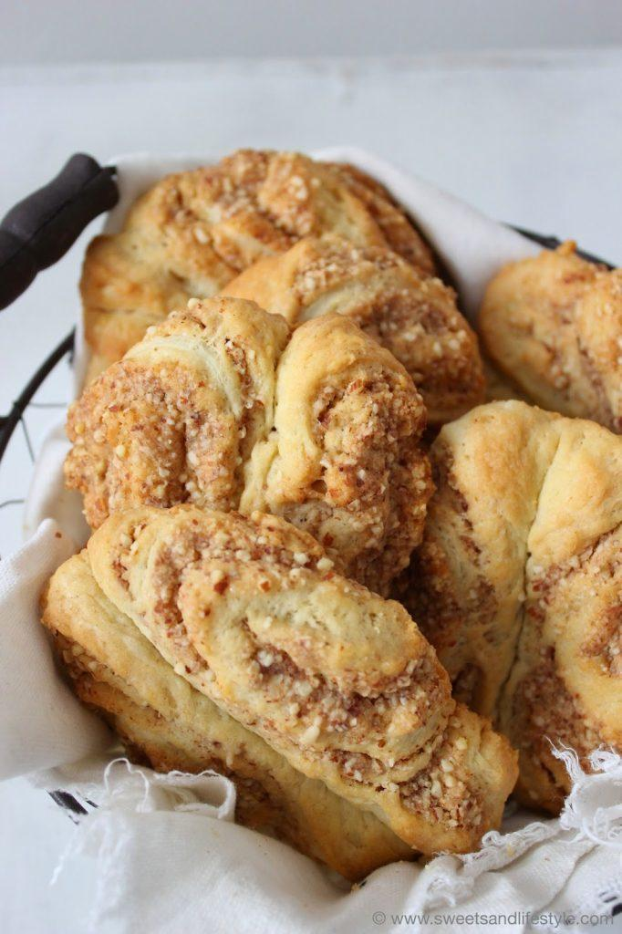 Selsbt gemachte Franzbrötchen mit Mandeln und Marzipan von Sweets and Lifestyle