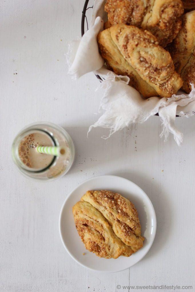 Selbst gemachte Franzbrötchen mit Mandeln und Marzipan um dem Fernweh nach Hamburg entgegenzuwirken von Sweets and Lifestyle
