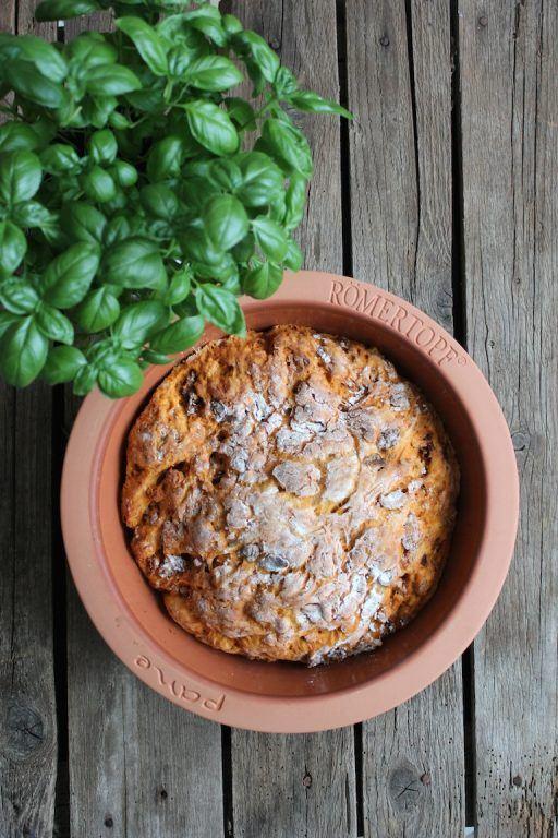 Selbst gemachtes Basilikum-Tomatenbrot, perfekt zu Gegrilltem von Sweets and Lifestyle