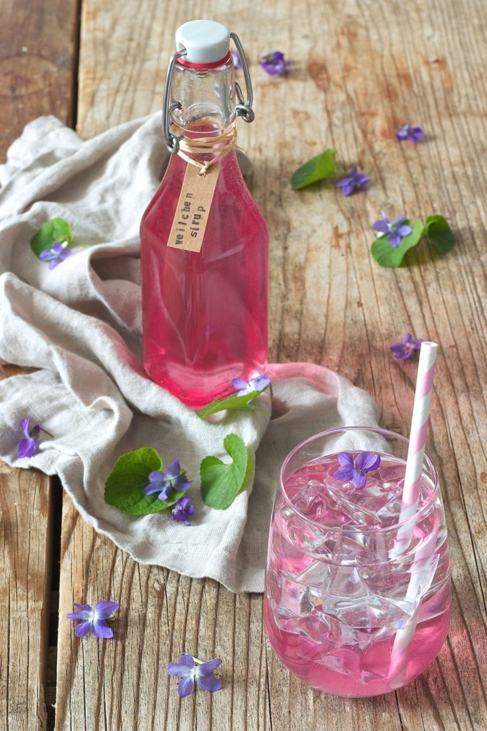 selbst gemachter Veilchensirup von Sweets & Lifestyle®