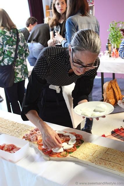 Titi Laflora bei der Antipasti-Uhr Herstellung beim Swatch Event bei Sweets and Lifestyle