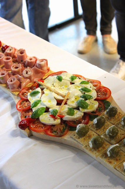 """Antipasti Uhr von Tito Laflora beim der Präsentation der Swatch Uhrenkollektion """"Mediterranean Dolce Vita"""" bei Sweets and Lifestyle"""