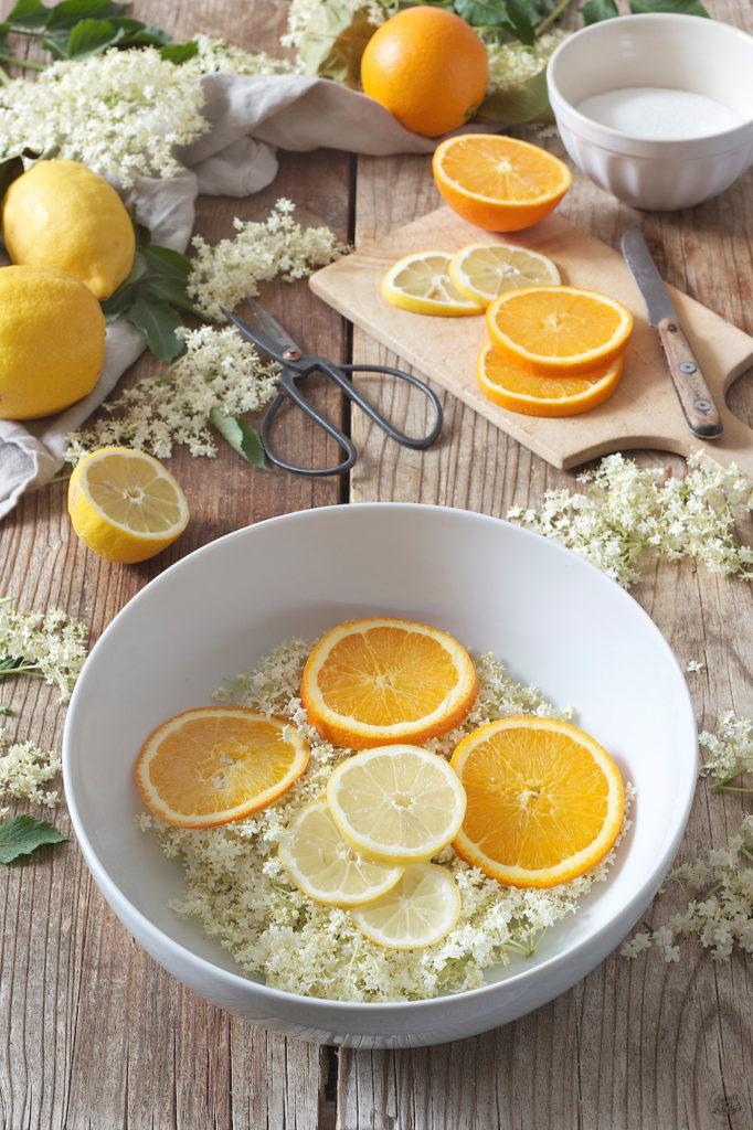 Holunderblütensirup Rezept mit Zitronen und Orangen von Sweets & Lifestyle®