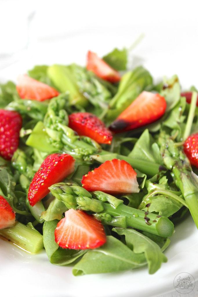 Leckerer und zugleich erfrischender Spargel Erdbeer Salat von Sweets and Lifestyle