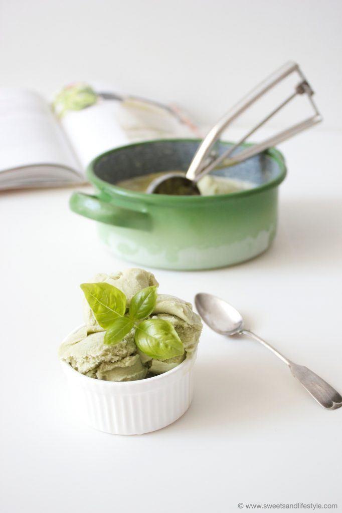 Veganes Basilikumeis nach dem Veganista-Rezept von Sweets and Lifestyle