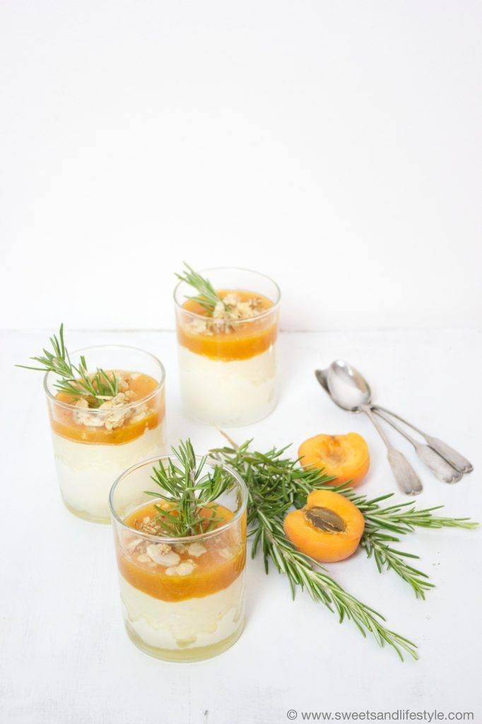 Semifreddo mit Marillen und Mandel-Rosmarinkrokant von Sweets and Lifestyle