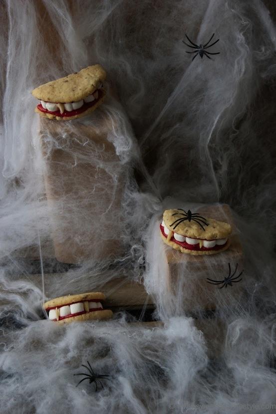 Gebiss Cookies für Halloween sind ideal als Kleinigkeit für die Gespenster die zu Halloween an der Tür klopfen von Sweets and Lifestyle