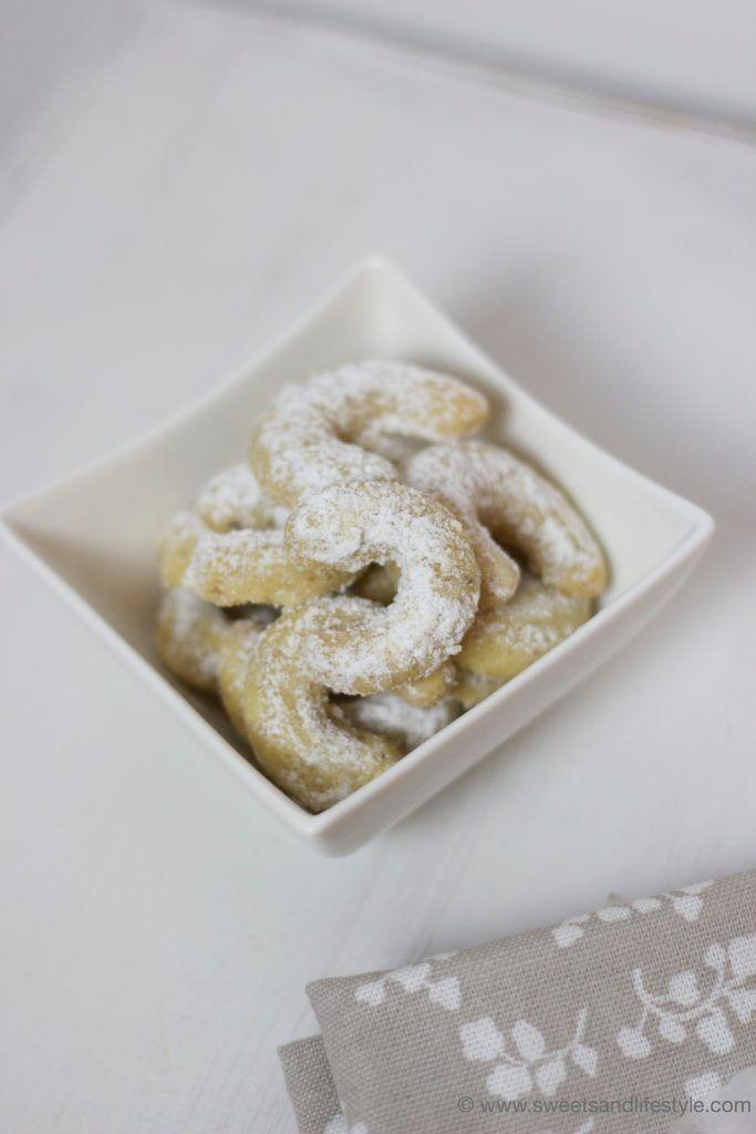 Zur Weihnachtszeit gehören mürbe Vanillekipferl nach einem Familienrezept bei Sweets and Lifestyle einfach dazu