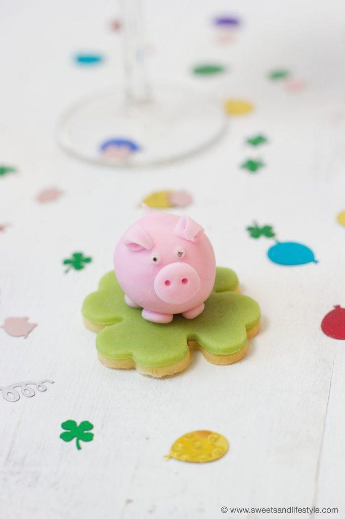 Marzipan Glücksschwein als selbst gemachter Glücksbringer für Silvester nach einer Anleitung von Sweets & Lifestyle®