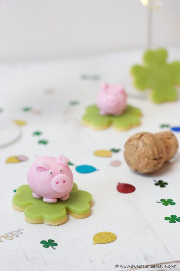 Selbst gemachtes Marzipanglücksschwein als Glücksbringer zu Silvester von Sweets & Lifestyle®
