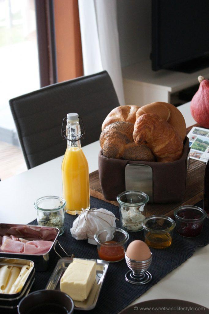 Frühstück aus dem Frühstückskörberl im Weingarten-Resort Unterlamm-Loipersdorf von Sweets and Lifestyle