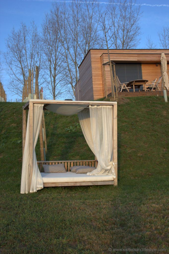 Outdoor Bett im Weingarten-Resort Unterlamm-Loipersdorf von Sweets and Lifestyle