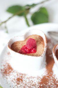Mousse au Chocolat mit Himbeeren als eines der besten Muttertag Rezepte von Sweets and Lifestyle
