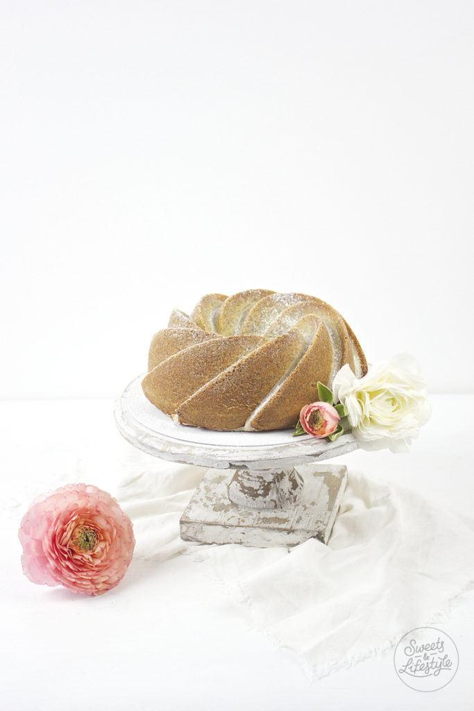 Saftiger Eierlikoergugelhupf mit Mohn Rezept von Sweets and Lifestyle