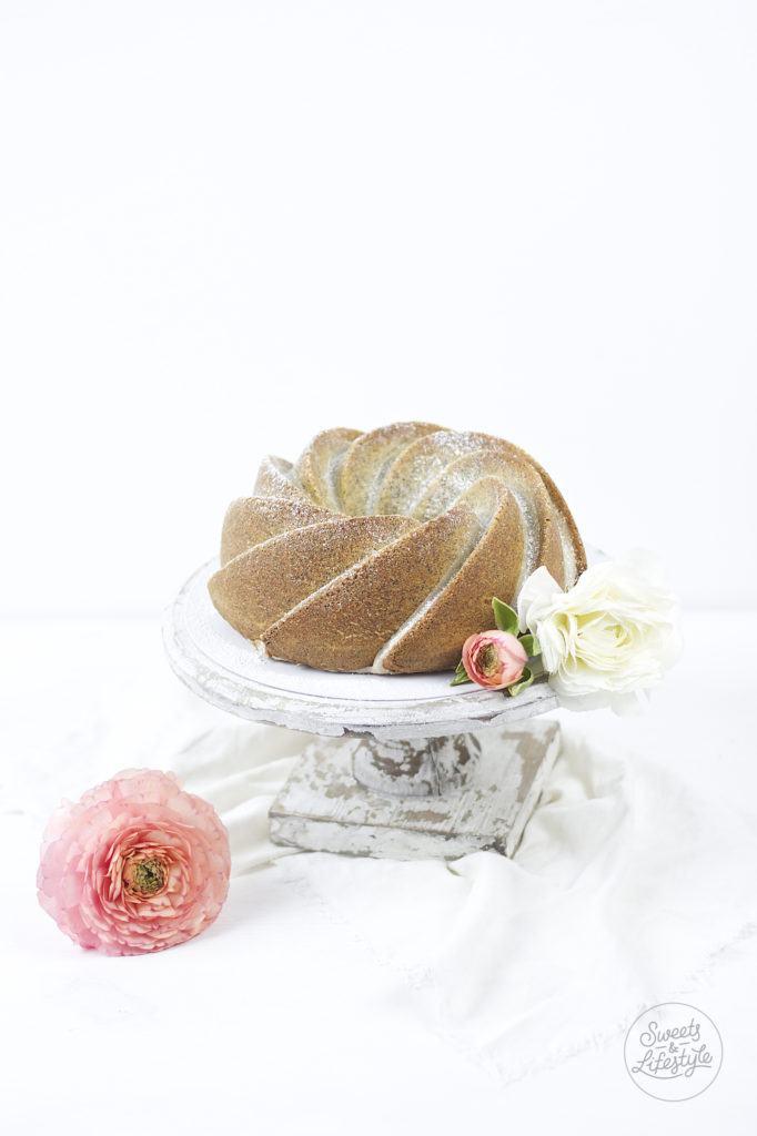Saftiger Eierlikoergugelhupf mit Mohn nach einem Rezept von Sweets and Lifestyle