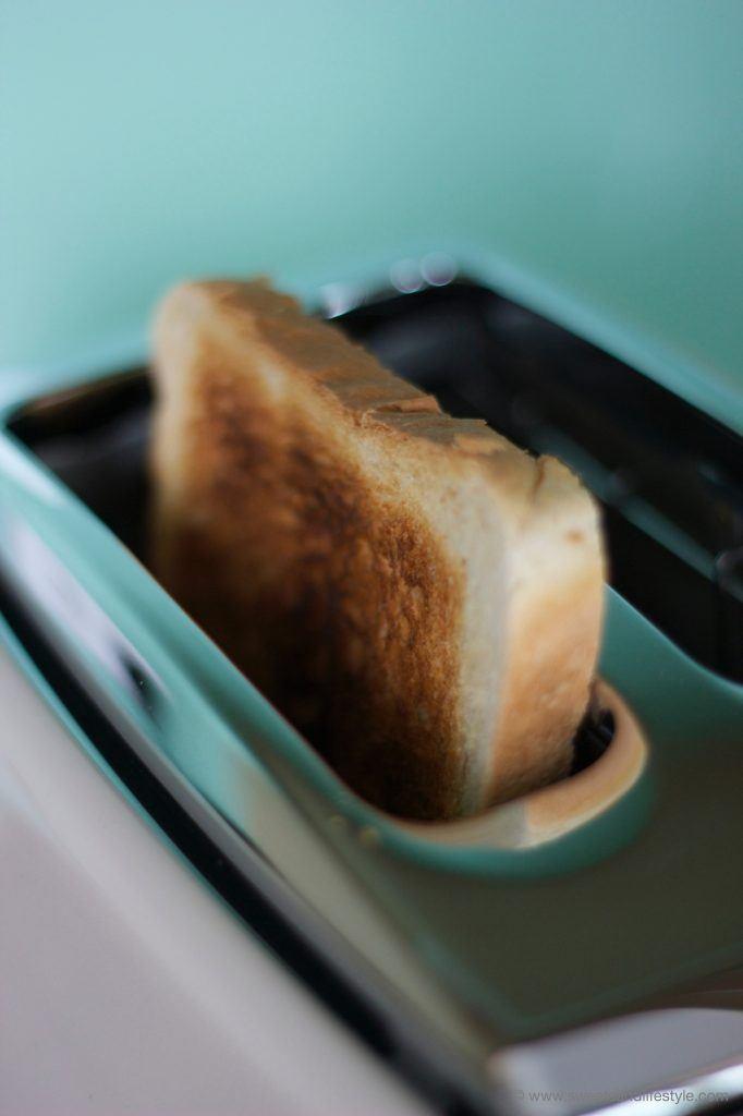 Kross getoastetes Toastbrot im De'Longhi Toaster