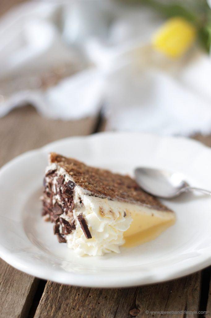 Saftige Eierlikörtore mit Schokoboden für Ostern von Sweets and Lifestyle