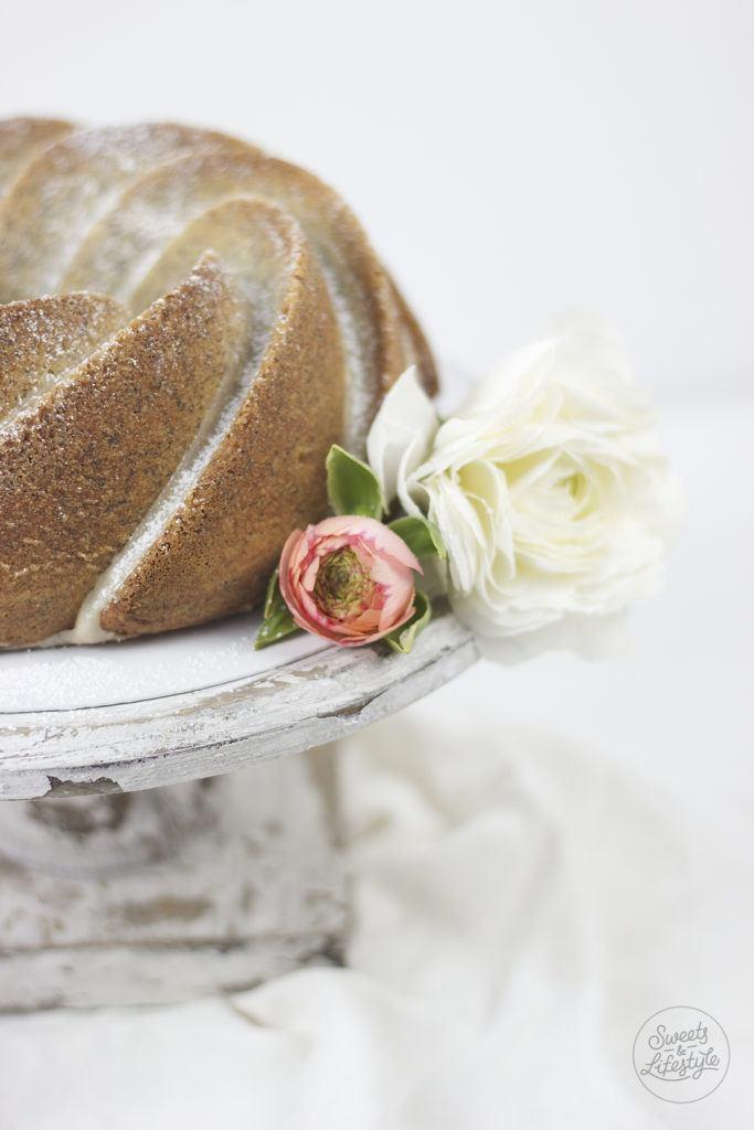 Leckerer, saftiger Eierlikoergugelhupf mit Mohn von Sweets and Lifestyle