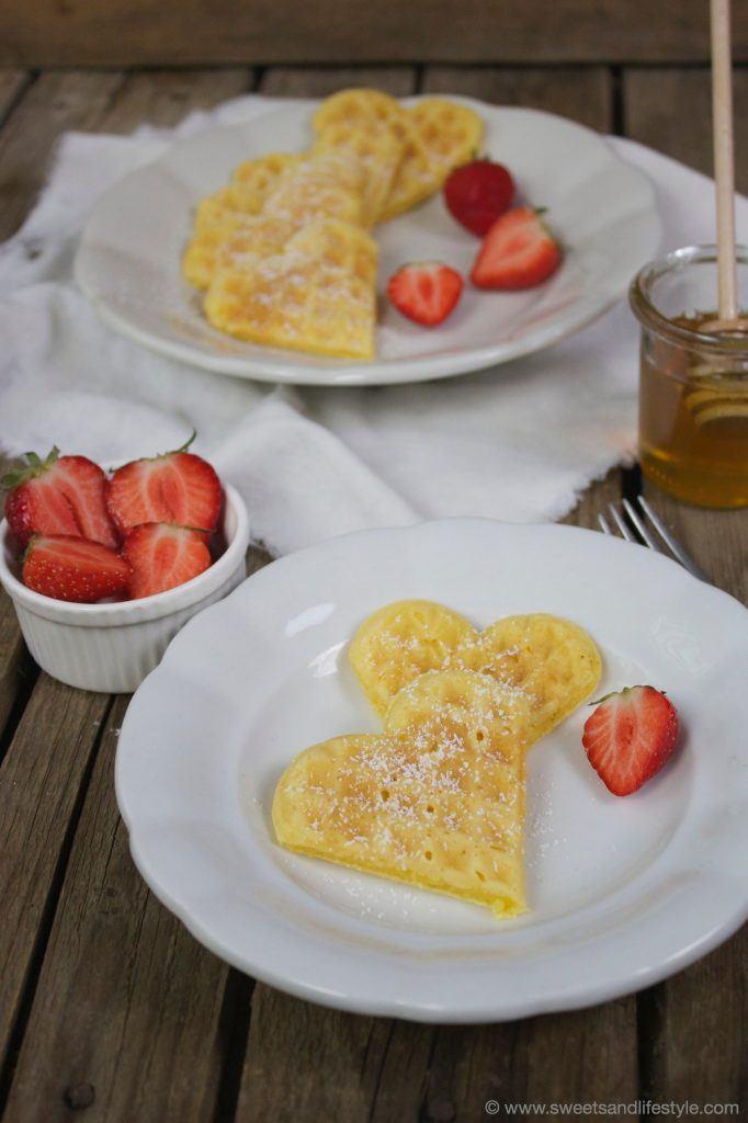 Waffeln mit Erdbeeren zum Frühstück am Muttertag von Sweets and Lifestyle